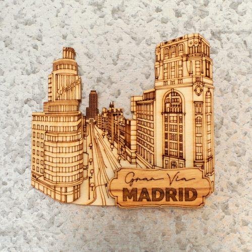 Aimant en bois. Gran Via 1 Madrid